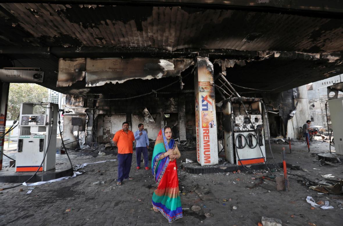 Indická mtropole Dillí zažívá krvavé střety. Důvodem je změna zákonu o občanství