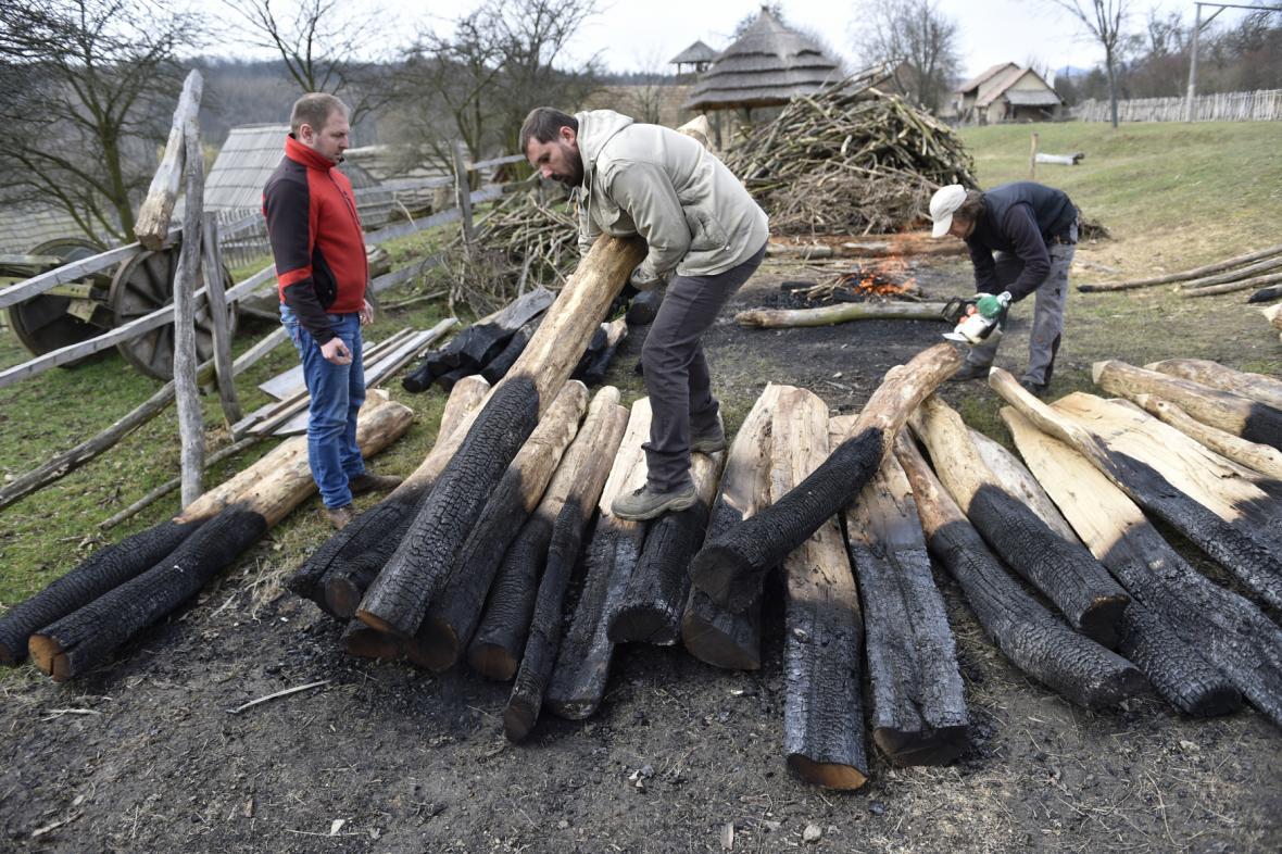 Dřevěné opevnění bude asi 170 metrů dlouhé