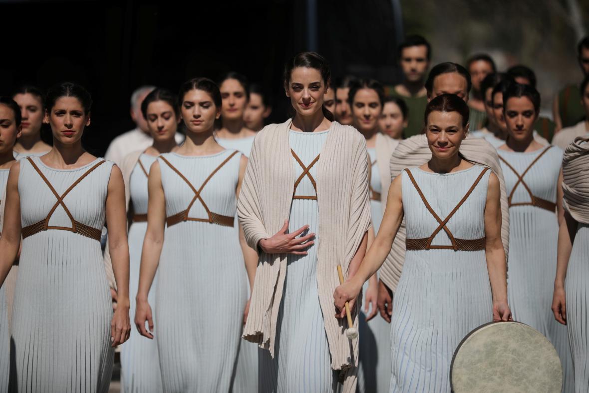 Řekové zapálili olympijskou pochodeň