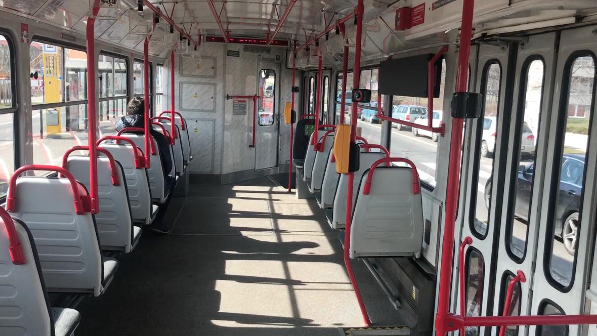 Prázdná tramvaj v Olomouci