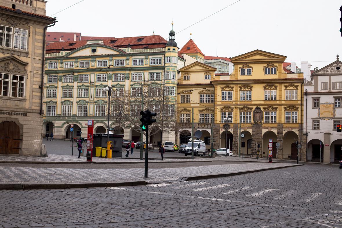 Praha se stala městem duchů v důsledku opatření proti šíření virového onemocnění Covid-19 způsobenou koronaviry