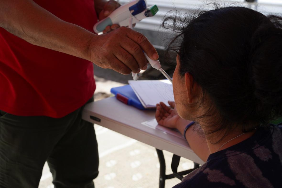 Uprchlický tábor pro rodiny s dětmi na americko-mexické hranici u města Matamoros