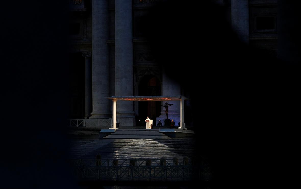 Papež František uděluje mimořádné požehnání Urbi et orbi