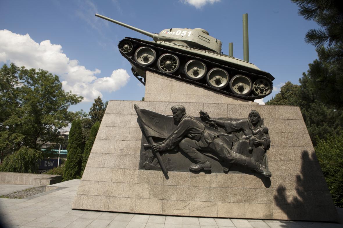 Památník osvoboditelům Ostravy, jehož dominantou je tank T-34