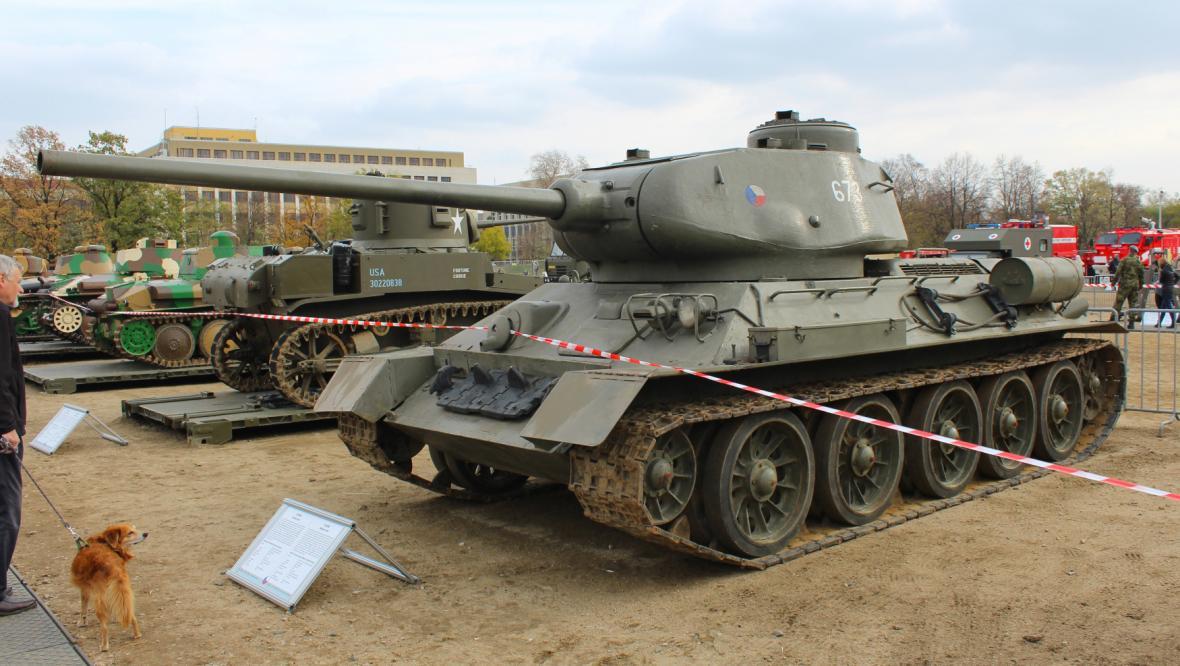 Tanky T-34 jako výstavní kousky, dnes jsou v akci jen v zemích třetího světa