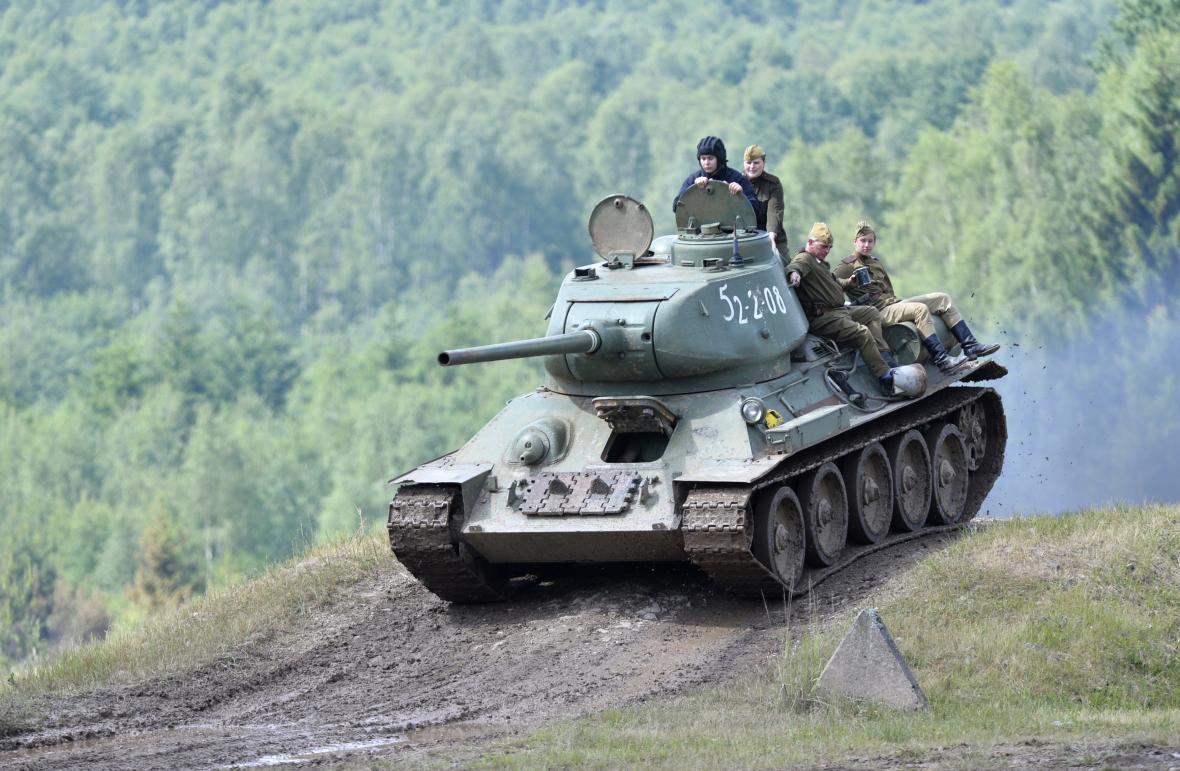 Den pozemního vojska Bahna 2017 a tank T-34 v akci