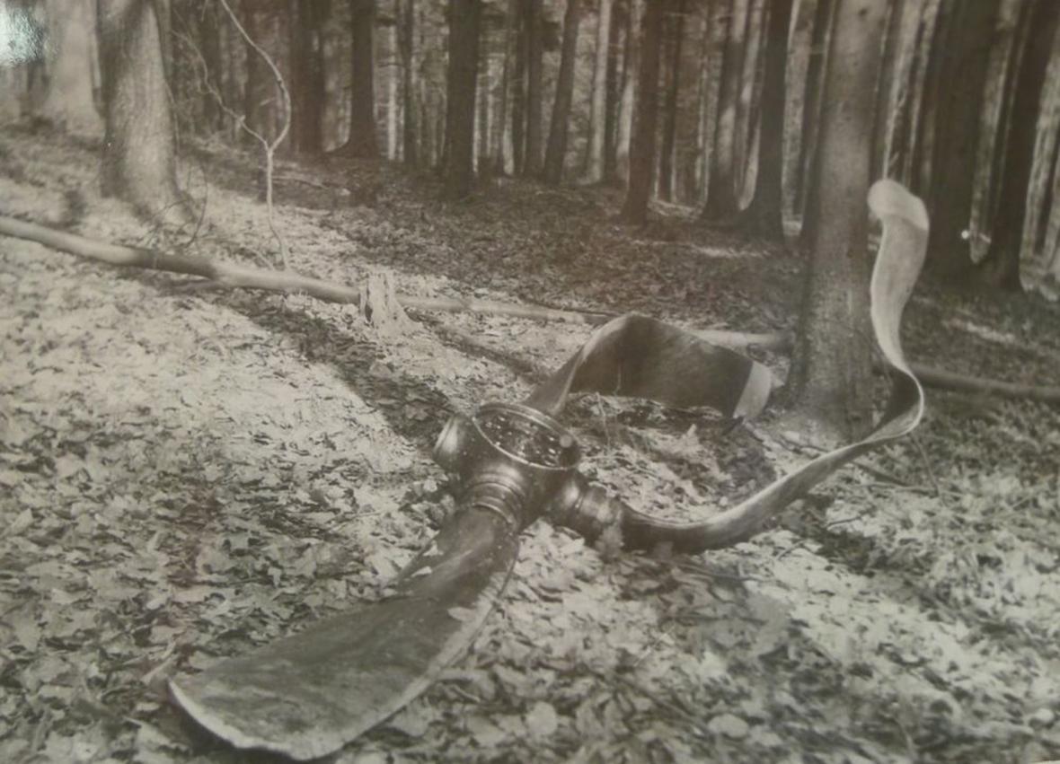 Fotografie z vyšetřovacího spisu letecké nehody u Kostelan