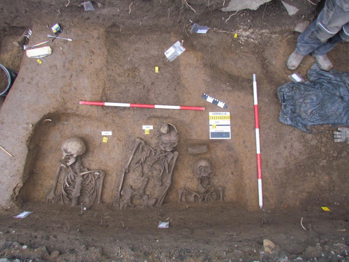Středověké pohřebiště ve Zbečně