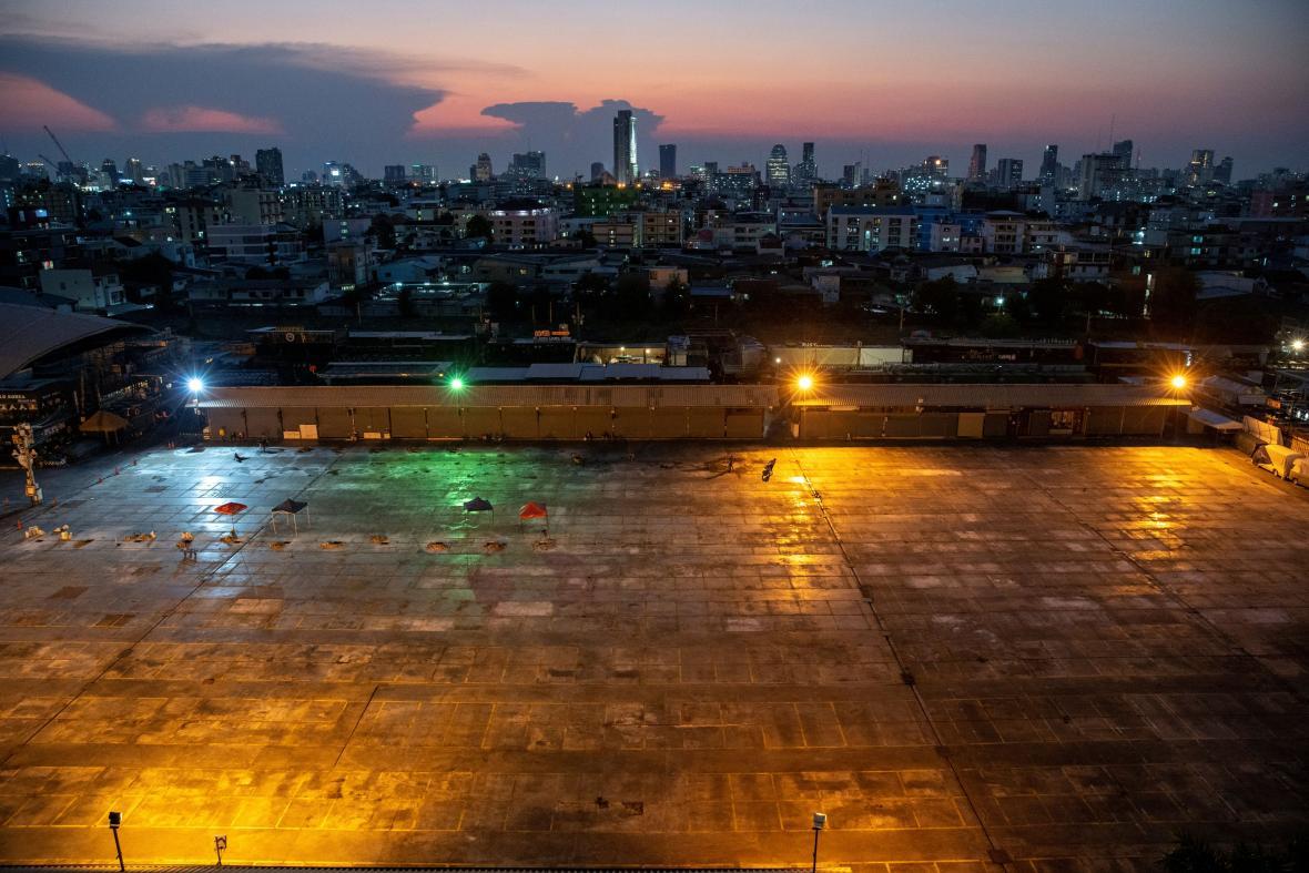 Tržiště v thajském Bangokoku před a během pandemie