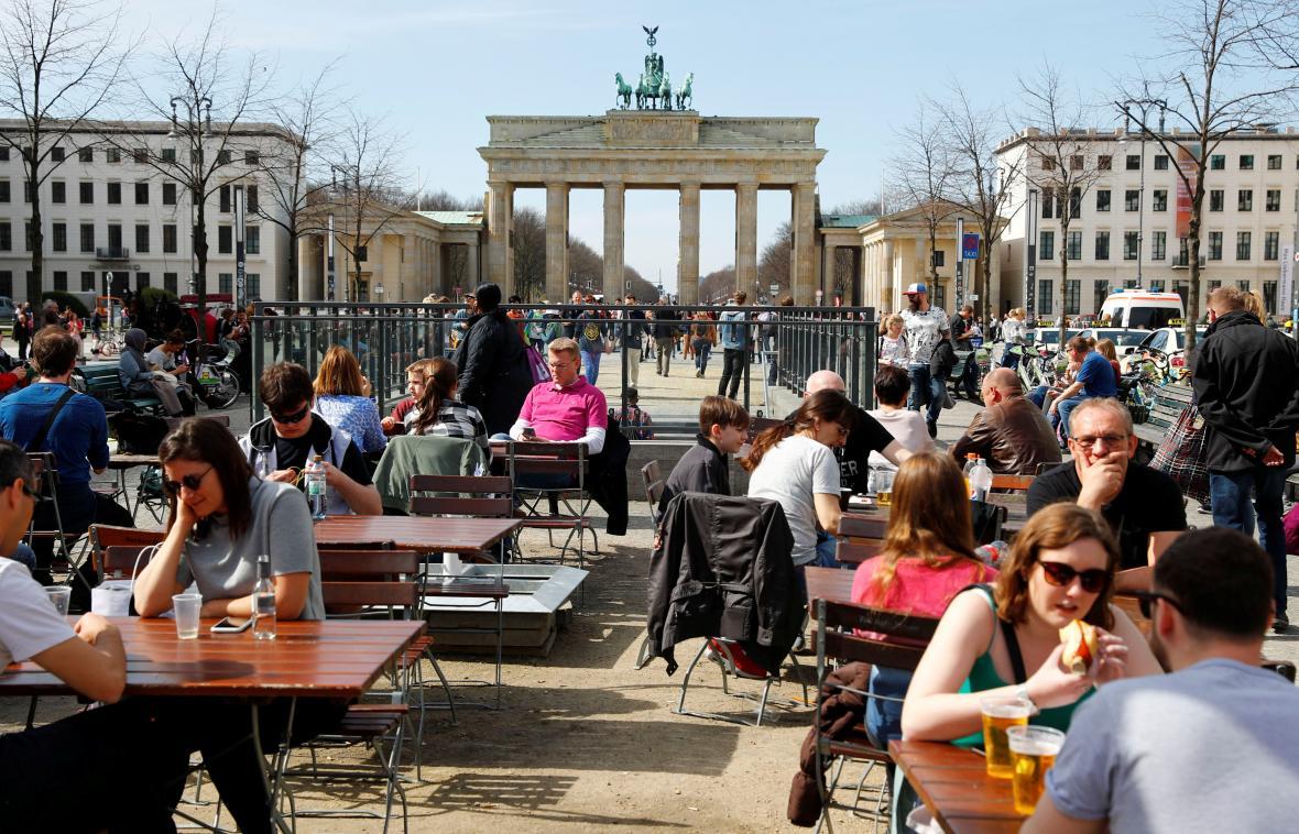 Prostor před Brandenburskou bránou v centru Berlína