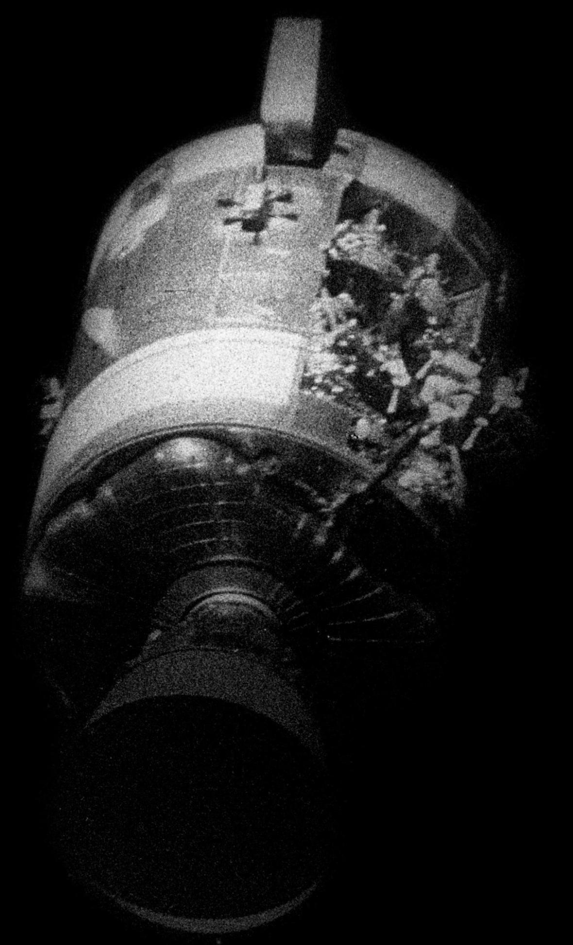 Poškození Apolla 13 po výbuchu