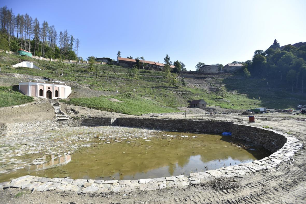 Obnova vrchnostenské zahrady pod Pernštejnem