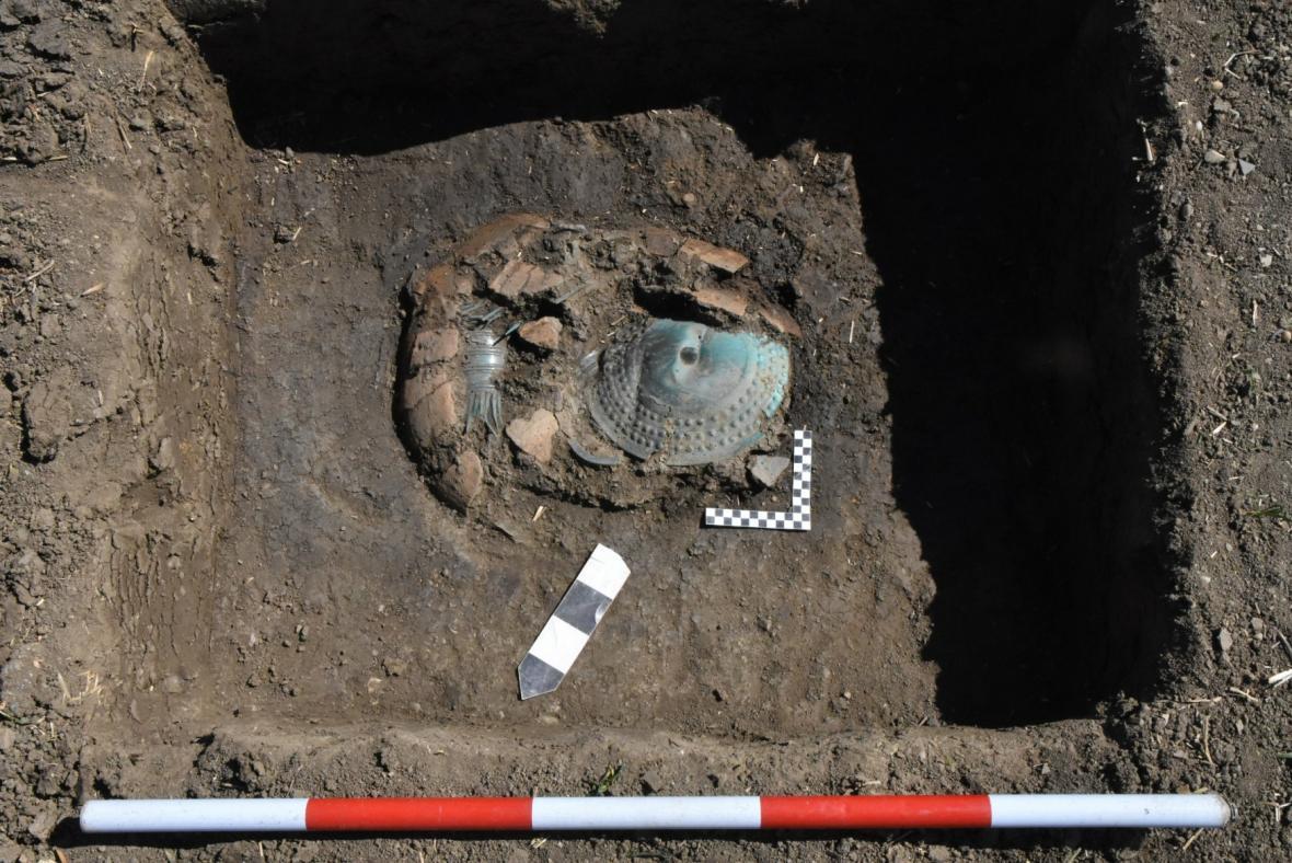 Bronzový poklad v poli