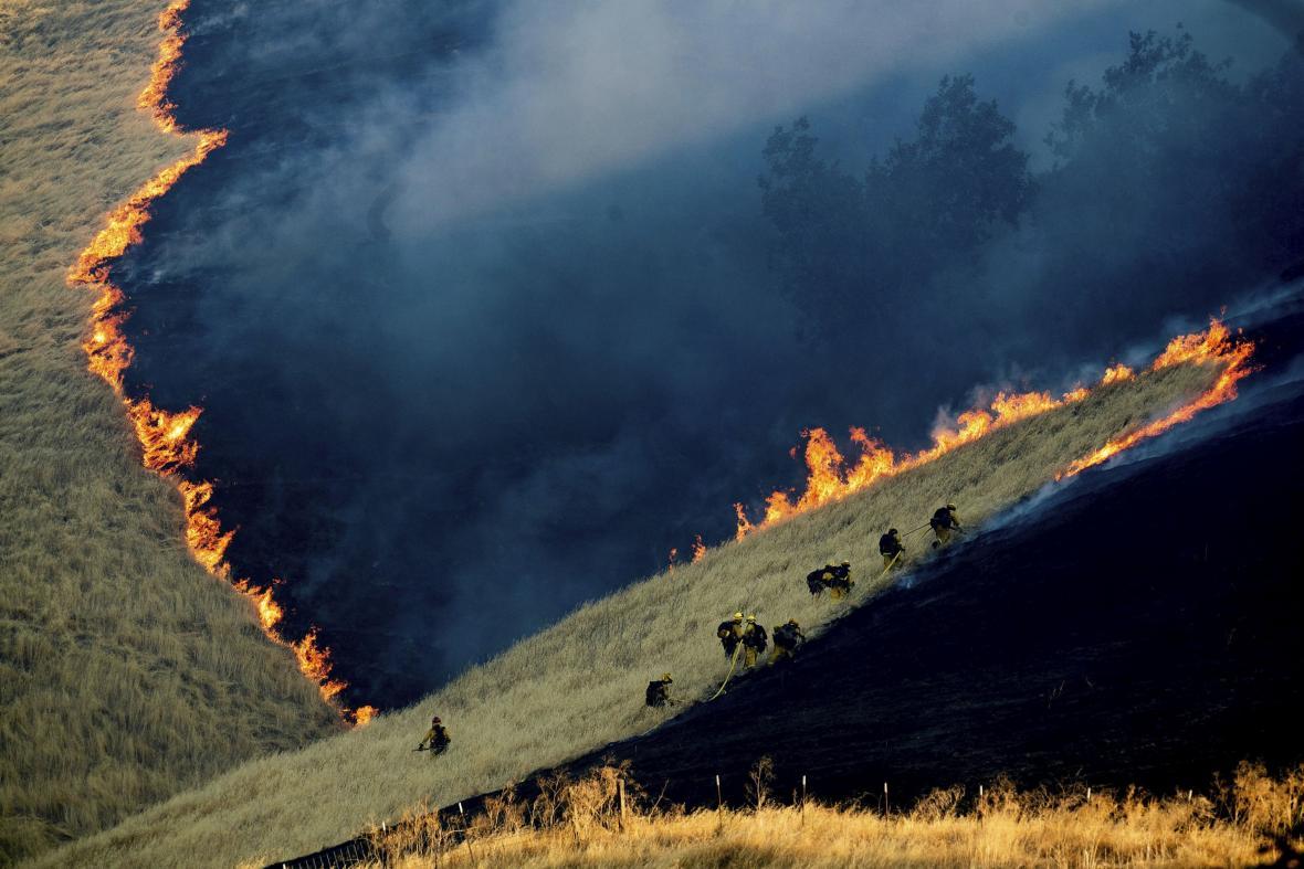 2. místo ENVIRONMENT – SINGLES: Battling the Marsh Fire