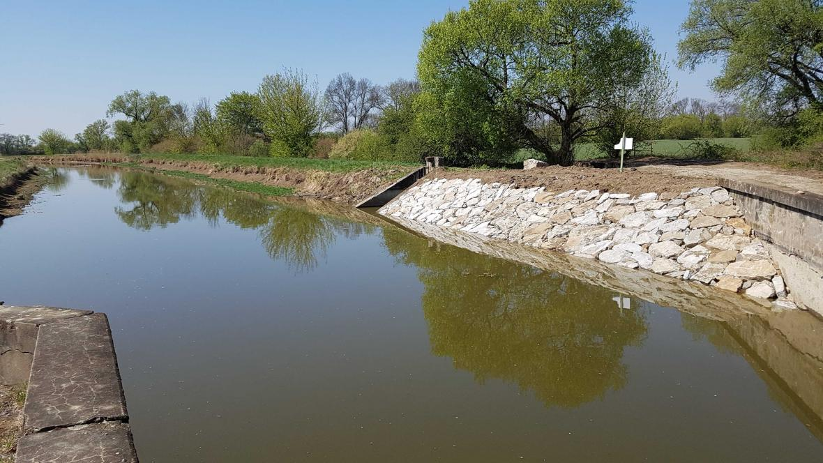 Opravený úsek Baťova kanálu