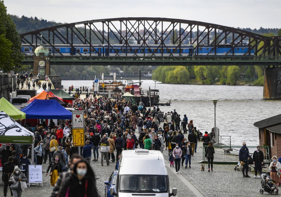 Na pražské náplavce začaly 25. dubna farmářské trhy