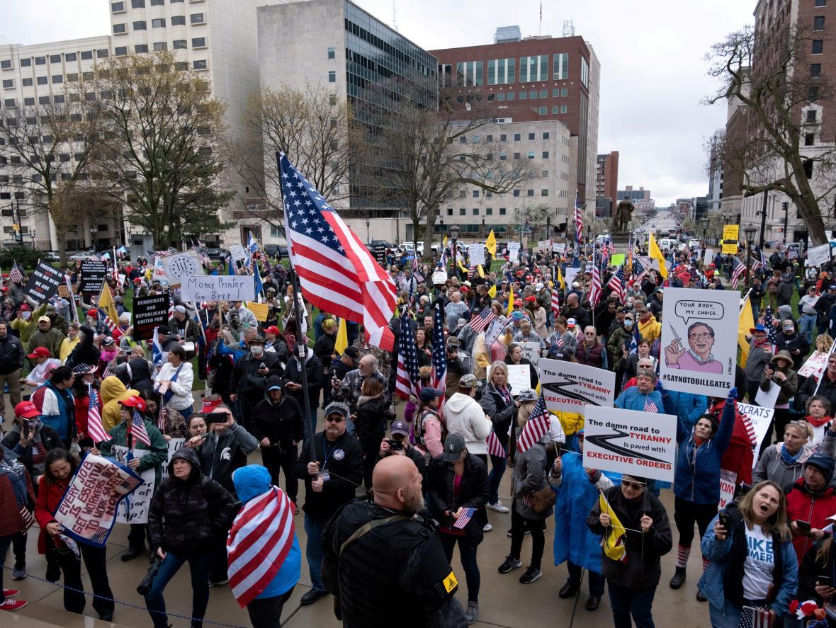 Demonstrace proti koronavirovým opatřením v Michiganu