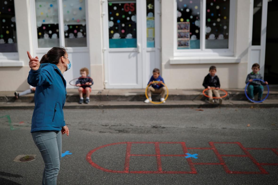 Otevření základních škol ve Francii a nová nařízení