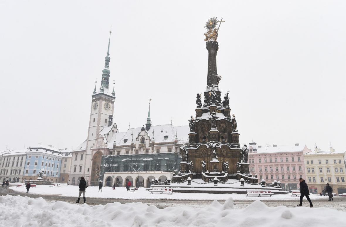 Radnice v Olomouci na začátku rekonstrukce střechy v lednu 2017