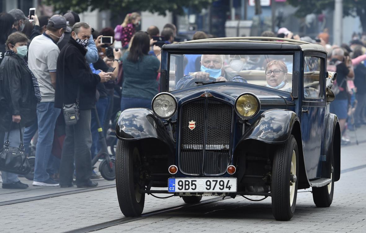 Historická auta, autobusy i vojenská vozidla pocházela ze sbírek Technického muzea v Brně.