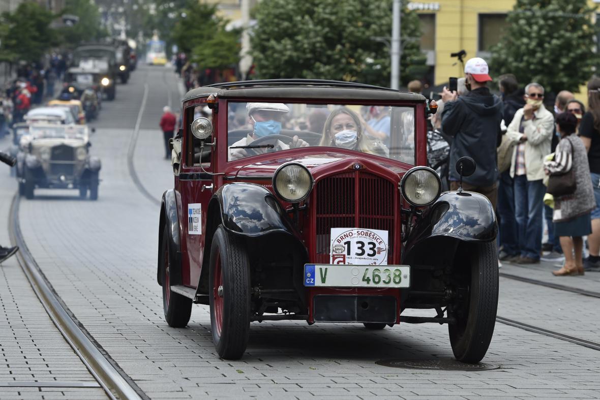 Průjezd historických vozů centrem Brna se odehrál 16. května.