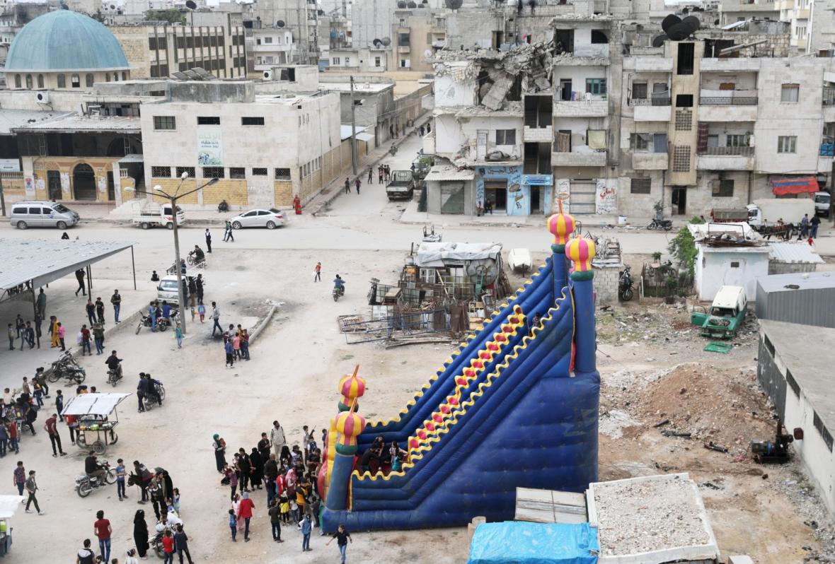 Muslimové slaví svátek přerušení půstu