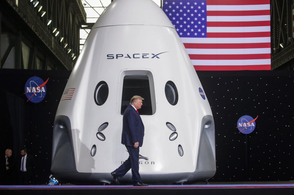 Donald Trump u prvního letu Crew Dragon s lidmi