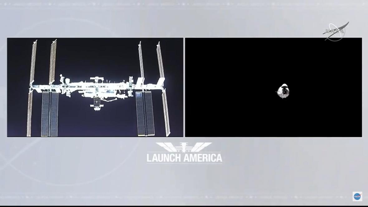 První let Crew Dragon s lidmi, vlevo ISS, vpravo pohled z ní