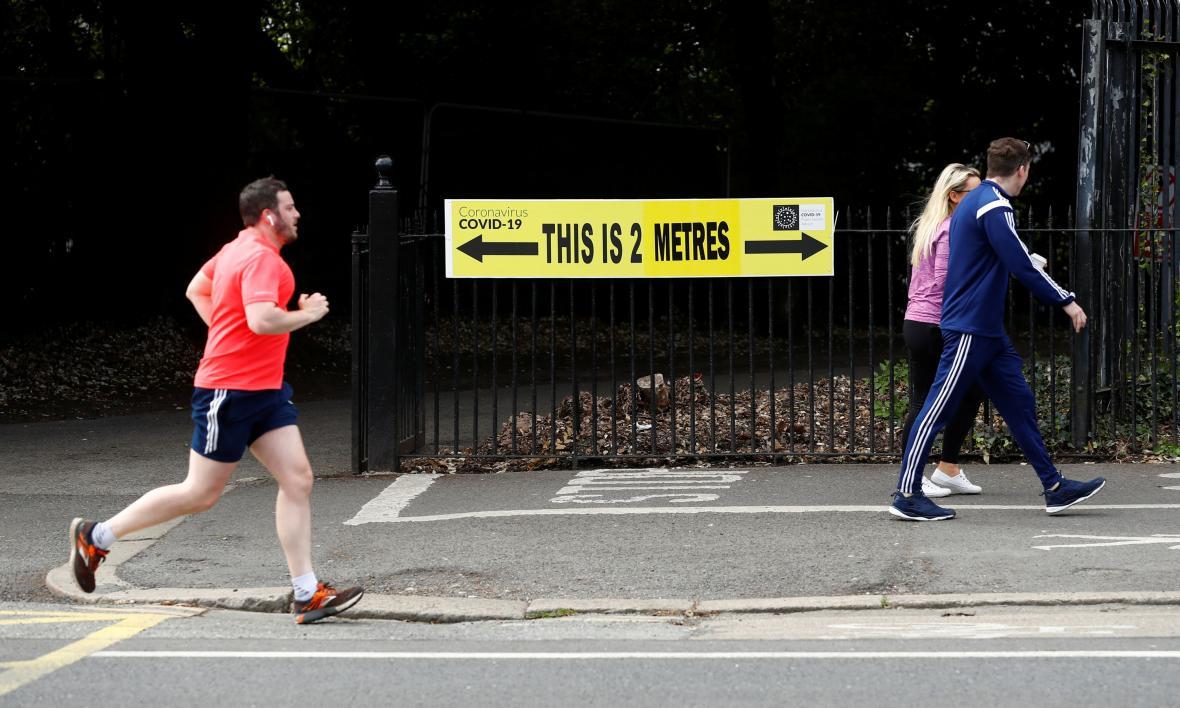 V irském Dublinu mají chodci a běžci bezpečnost vzdálenost jasně vyznačenou