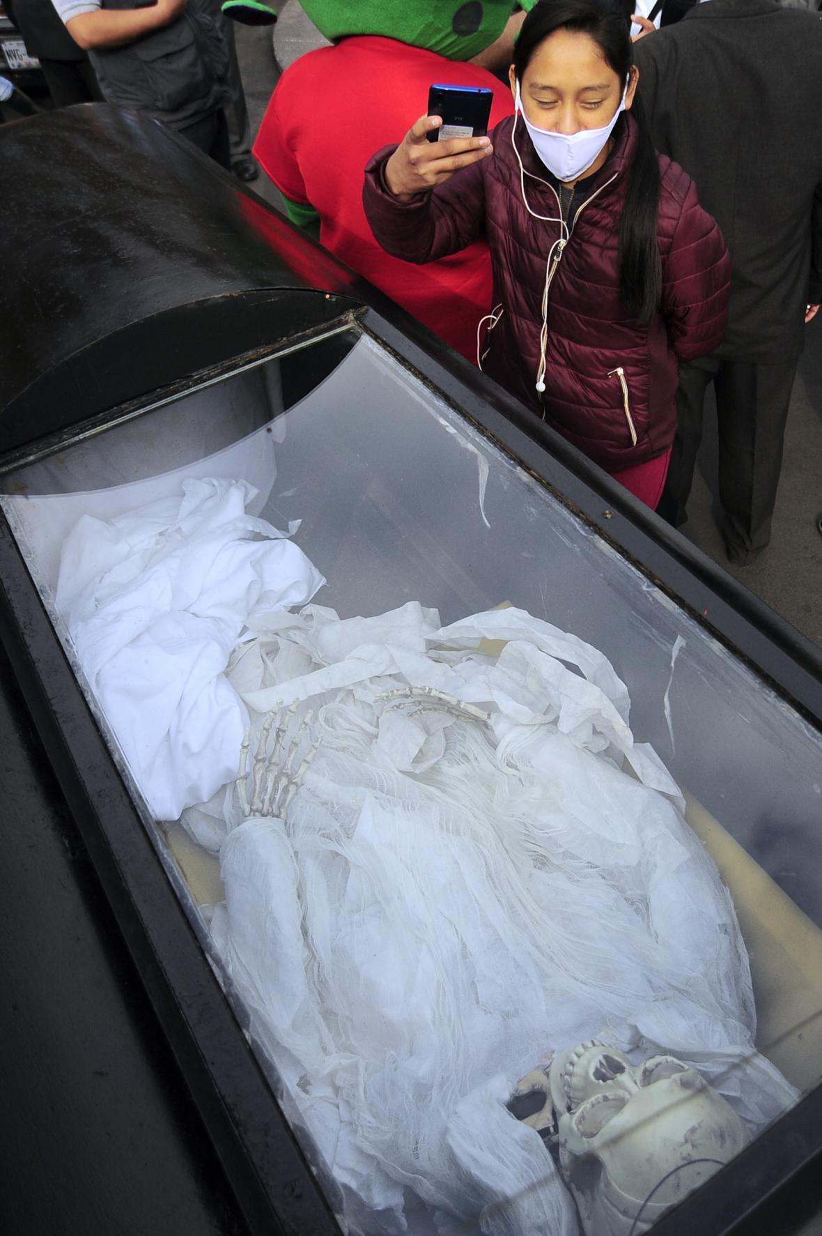 Kult svaté Smrti (Santa Muerte) získává po celém světě nové příznivce