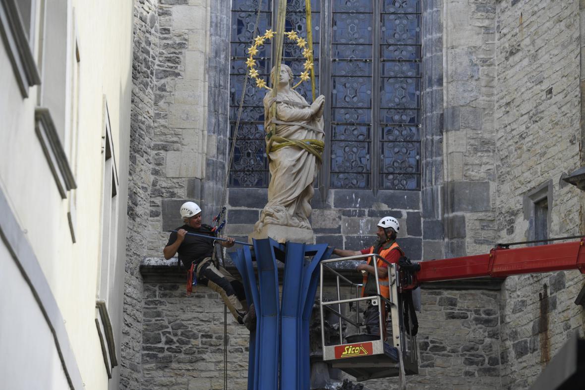 Vztyčování Mariánského sloupu