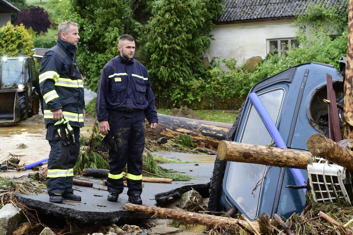Bleskové záplavy na Olomoucku. Největší škody voda napáchala v Šumvaldu