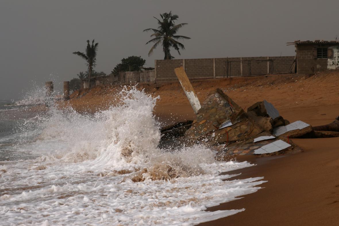Eroze pobřeží v Togu postupně vylidňuje pobřeží