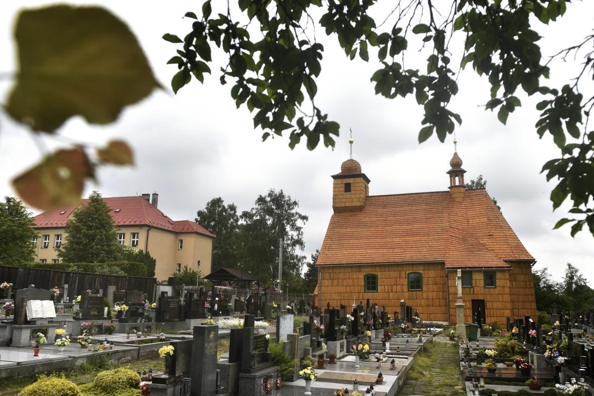 Zrekonstruovaný kostel v Řepištích změnil barvu