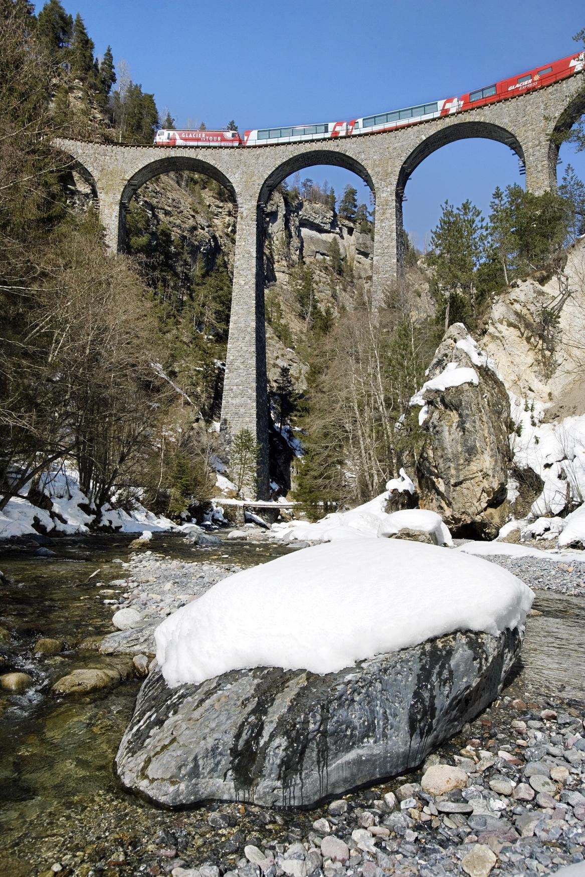 Glacier Express na viaduktu Landwasser