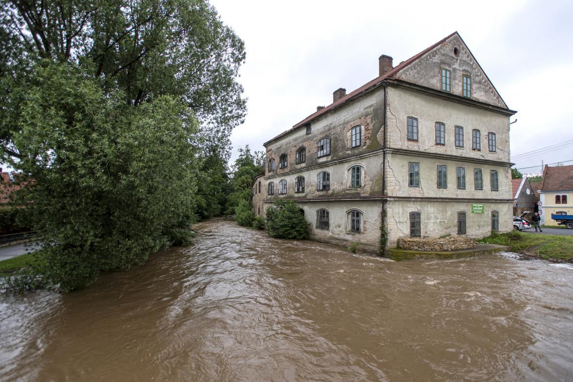 Rozvodněná Novohradka v Luži