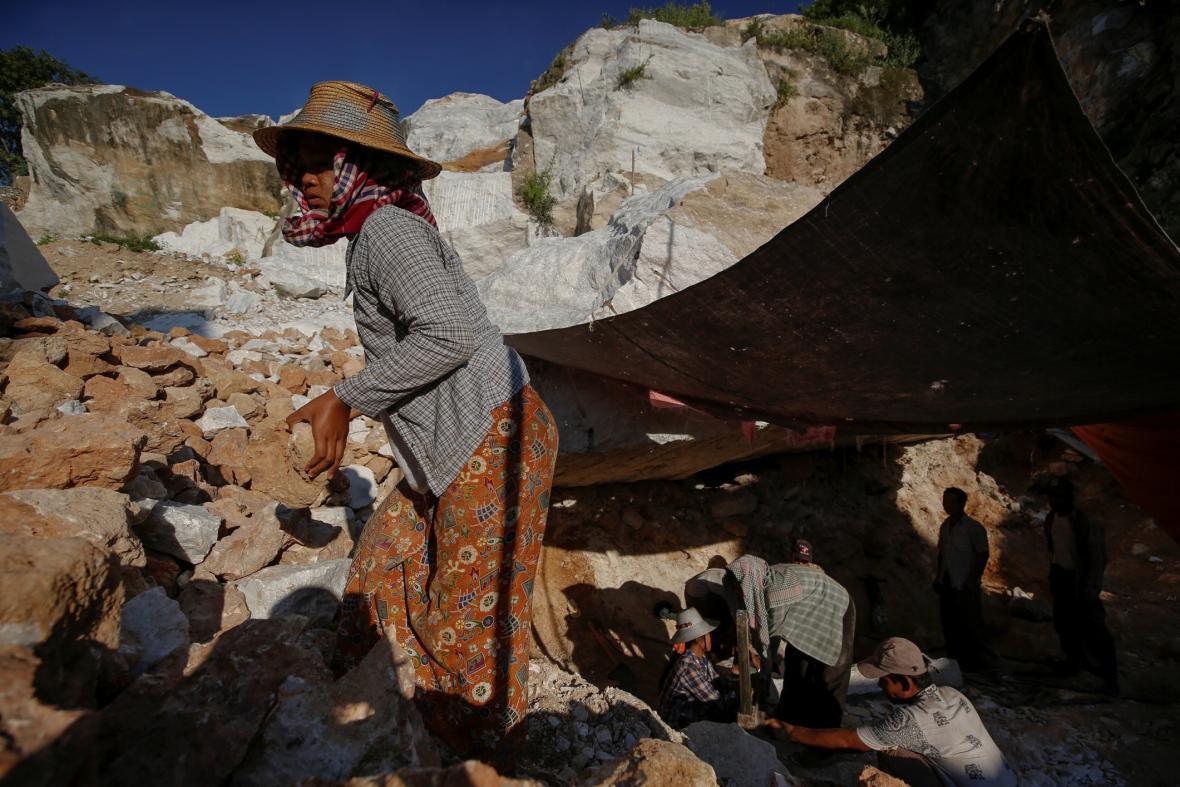 Vesnice Sagyin v severním Myanmaru doslova žije z mramor