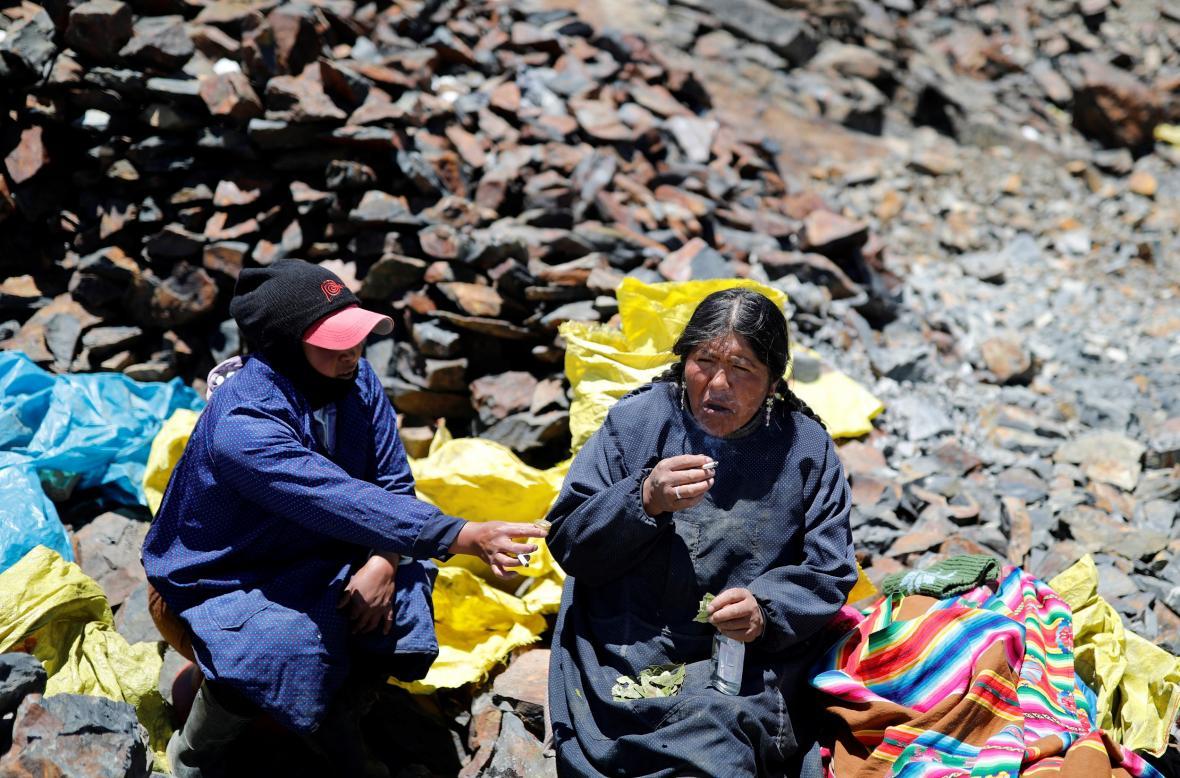 Sběrači zlata na úpatí andského ledovce v Peru