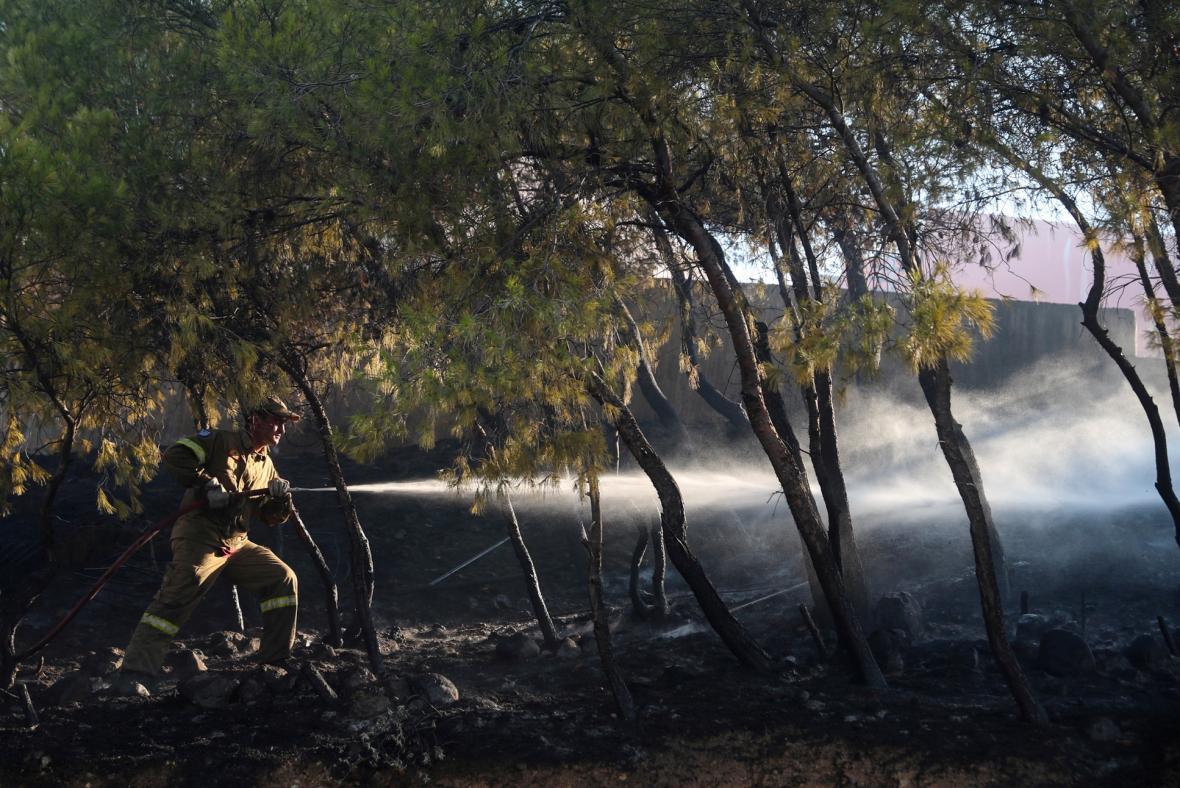 Řečtí hasiči zasahovali v horách Peloponésu