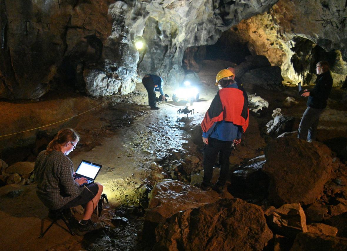 Vědci z ČVUT zkoumali jeskynní systémy pomocí dronů a podzemních robotů
