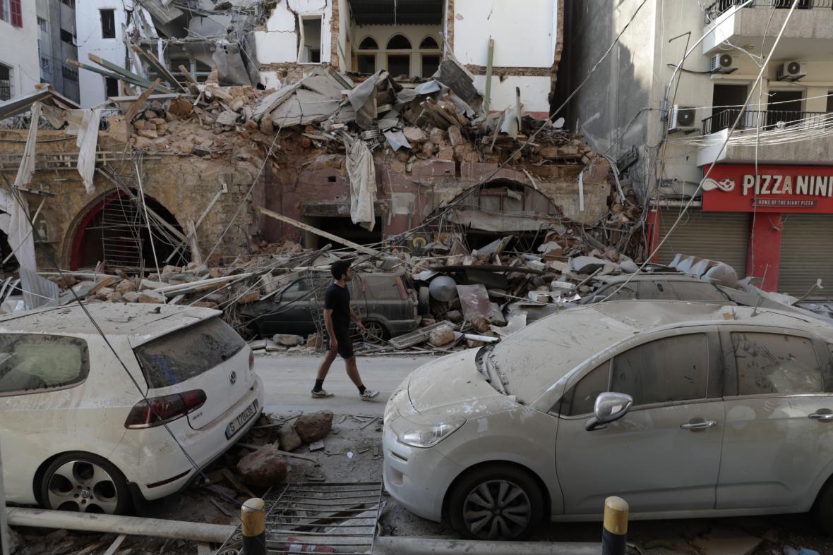Poškozené budovy se nacházejí po celém městě