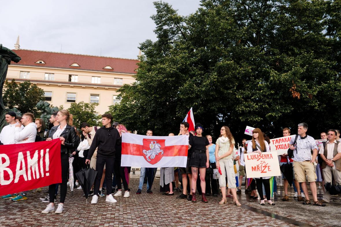 Bělorusové v Praze demonstrují na podporu své země