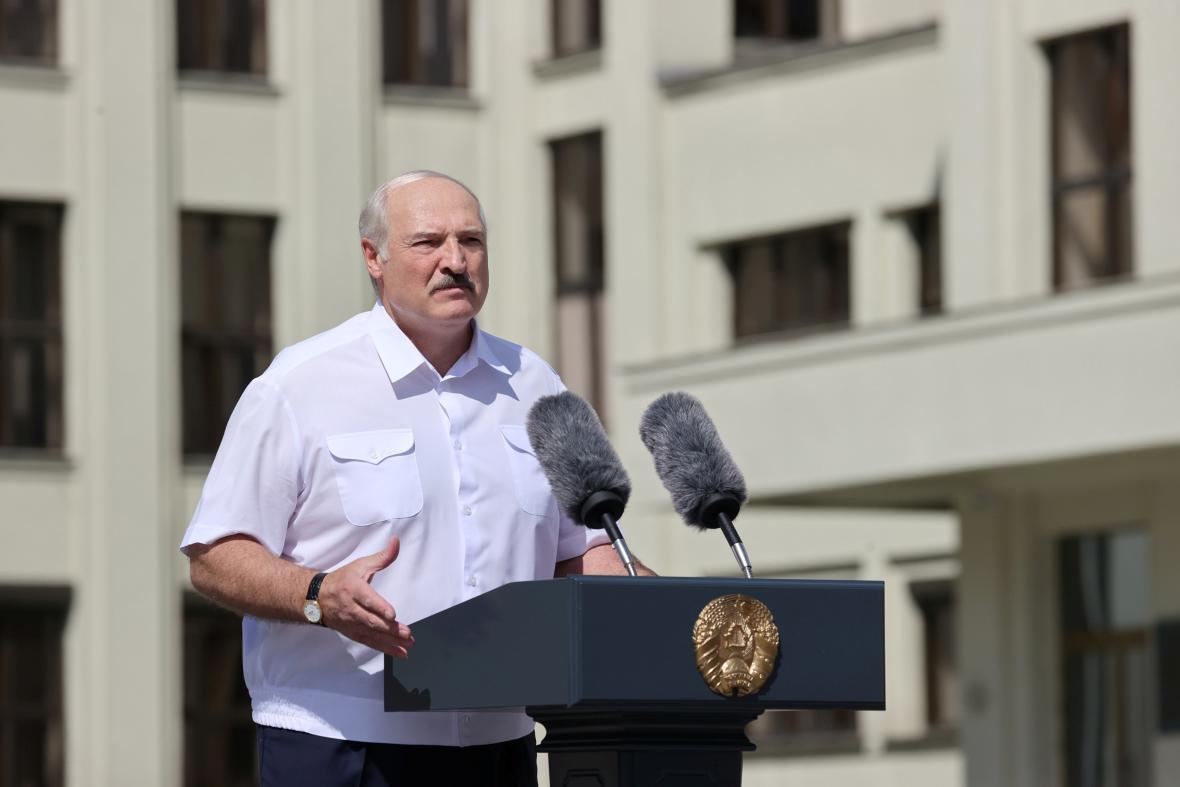 Alexandr Lukašenko na provládní demonstraci 16. srpna 2020