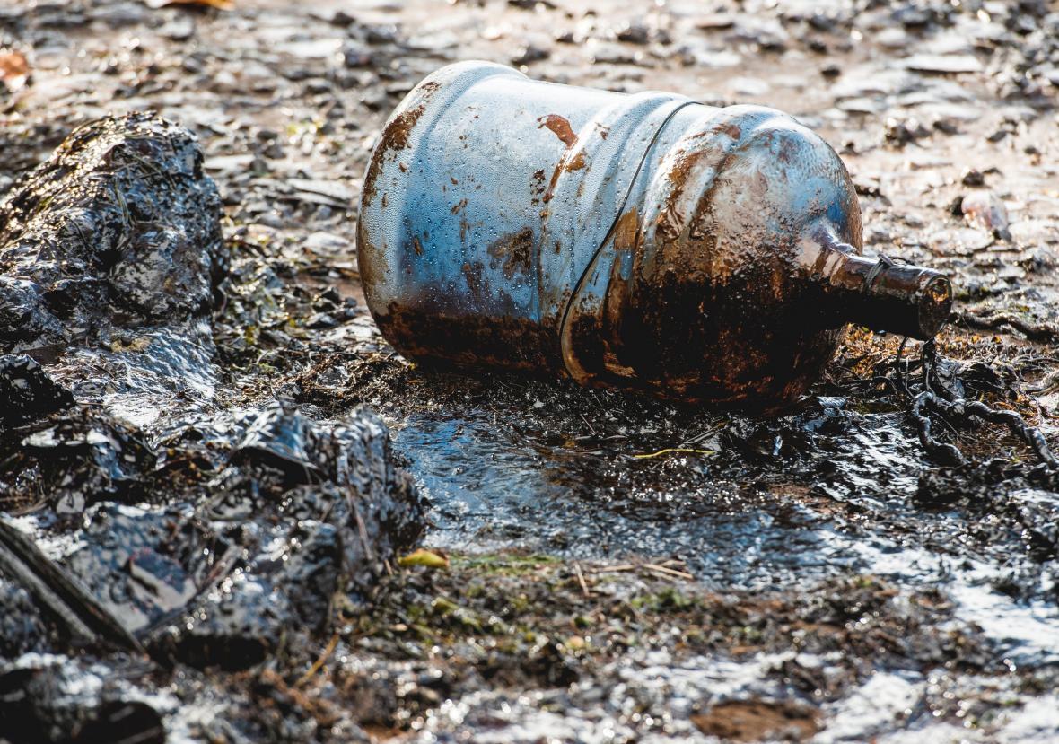 Na Mauriciu havaroval japonský tanker. Místní obyvatelé pomohli s úklidem