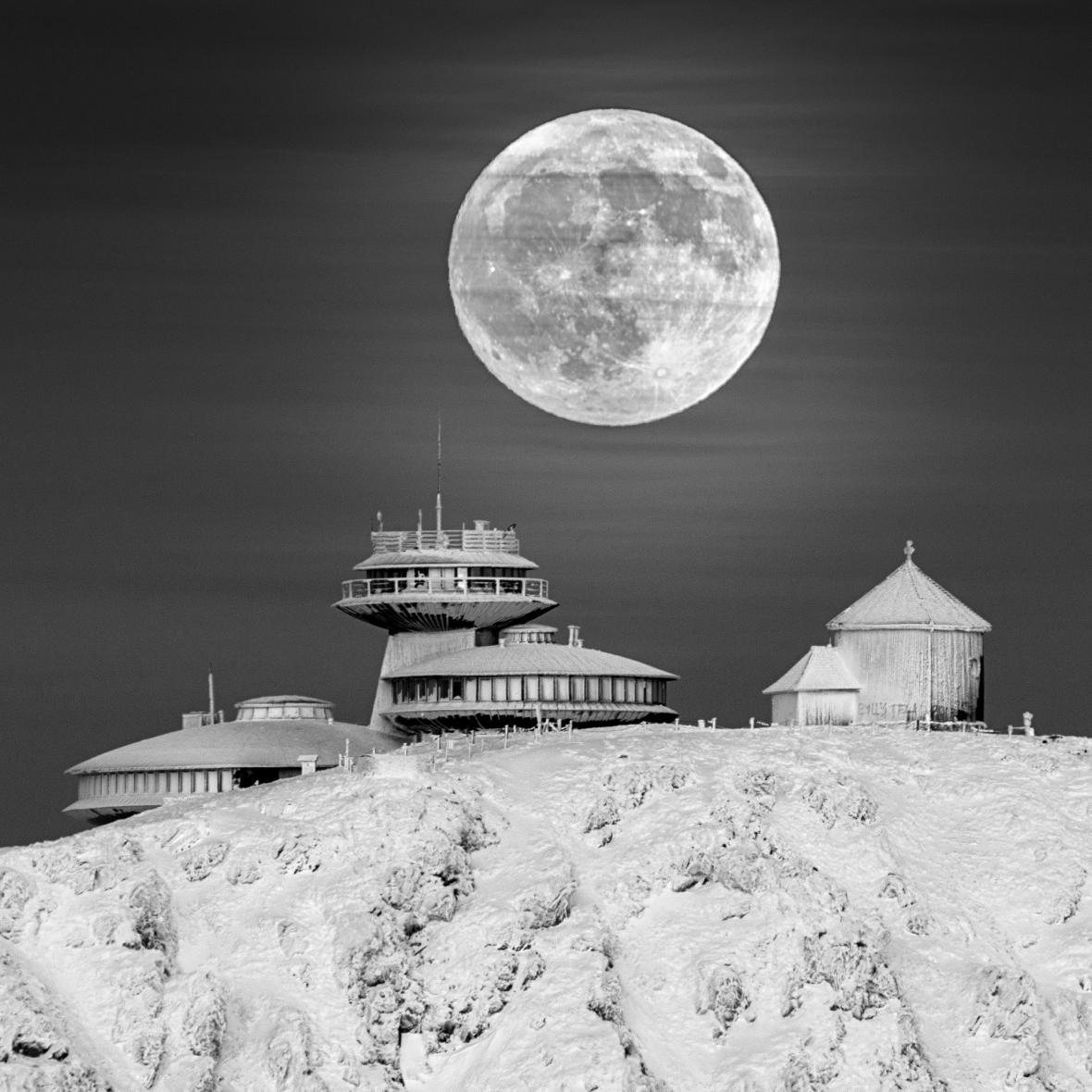 Moon Base © Daniel Koszela