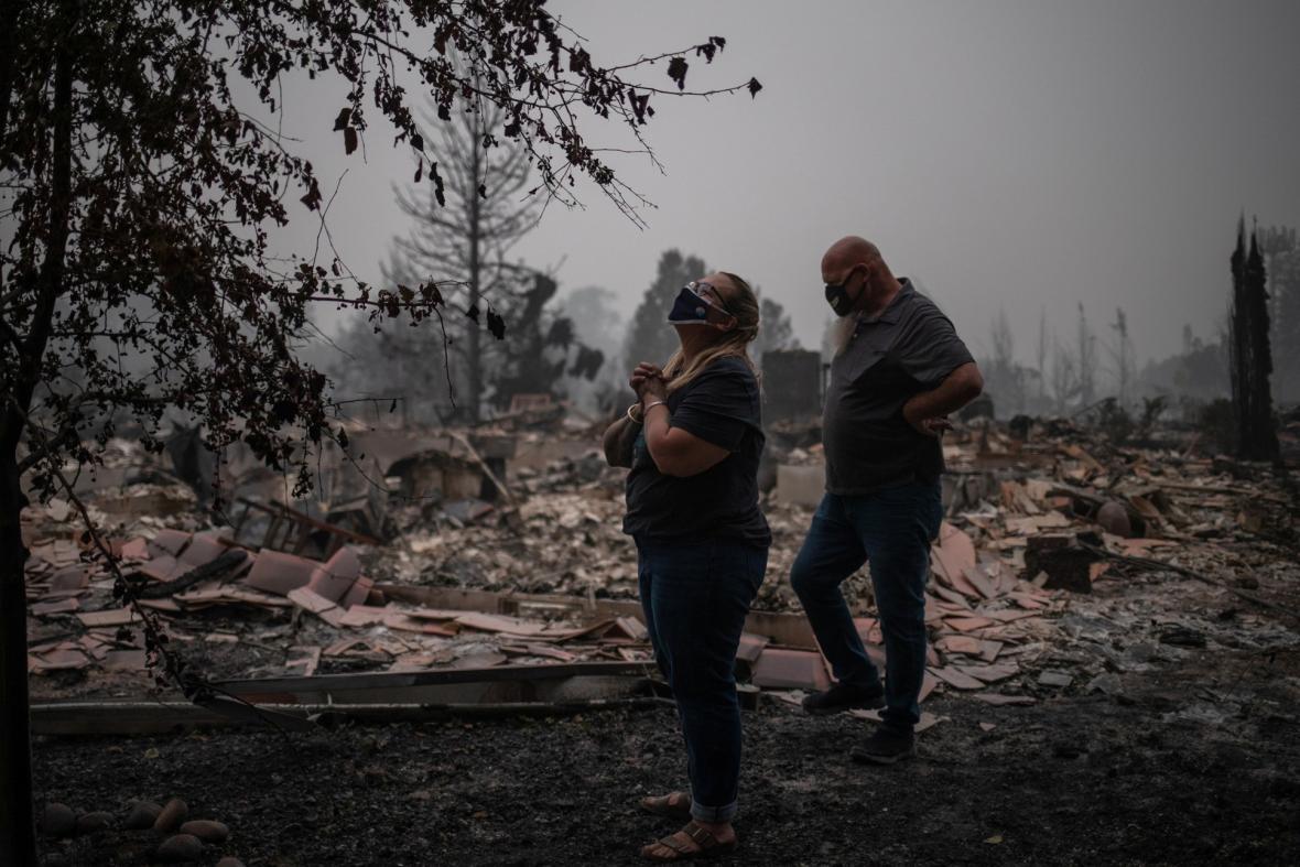 Požáry ve státě Oregon zdevastovaly i celé obce. Fotografická galerie ukazuje situaci ve vesnici Talent