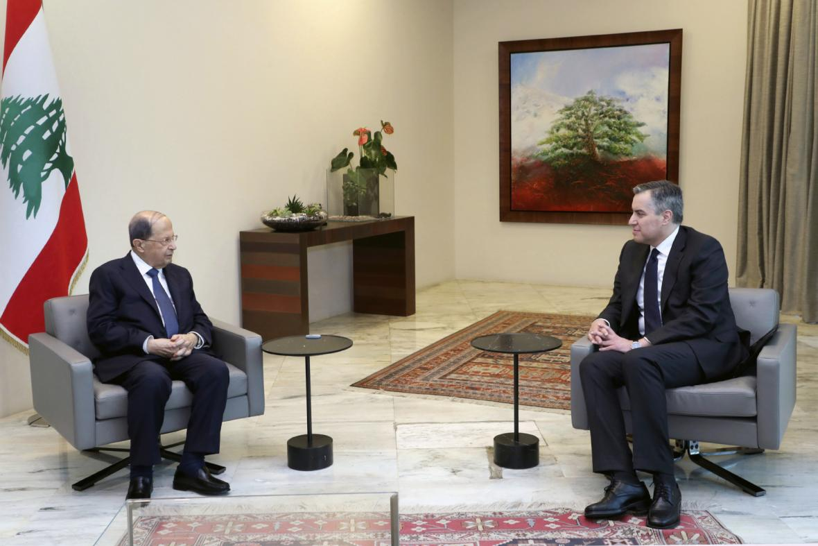Libanonský prezident Michel Aún s designovaným premiérem Mustafou Adíbem