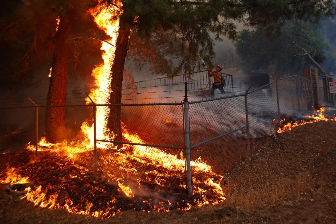 Požáry v severní Kalifornii postihly vinařskou oblast v údolí Napa