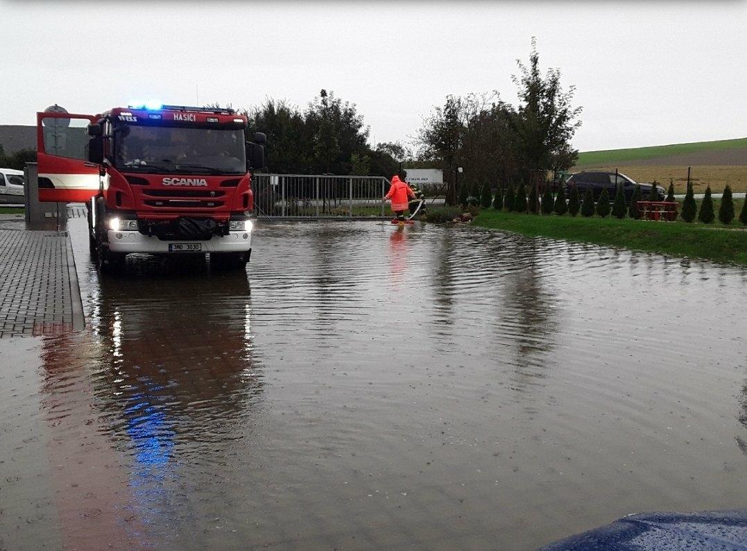 Silné deště zasáhly celé území České republiky. Na Moravě a ve Slezsku způsobily na několika místech lidem komplikace