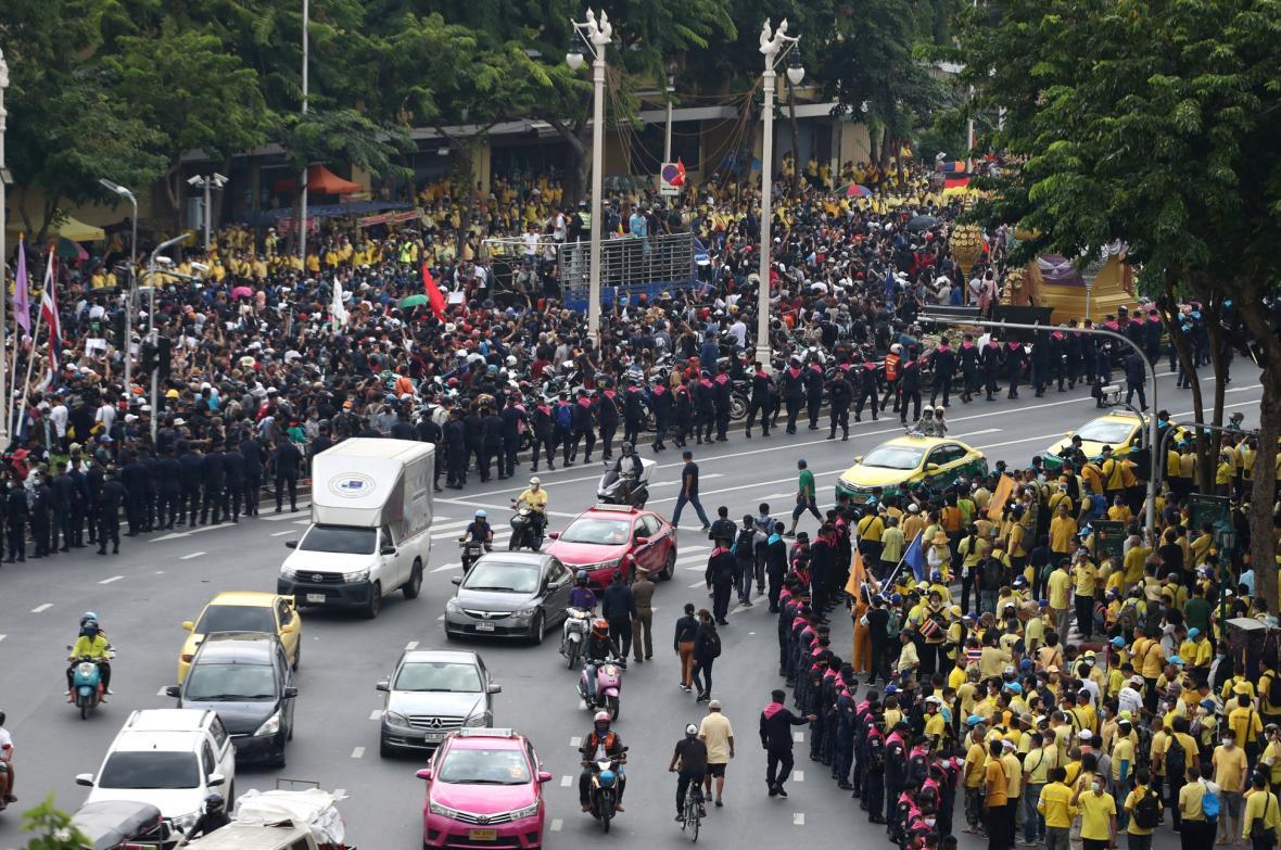 Thajci jsou znovu v ulicích. Protivládních demonstrací se účastní stále větší počet lidí